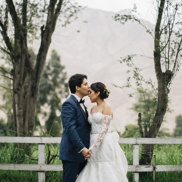 Modern Rustic Chic Wedding in Cieneguilla - Vintage Wedding in Lima Iris & Jimmy
